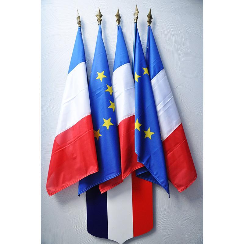 ECUSSON TRICOLORE 40X50CM avec 5 drapeaux france et europe 60x90
