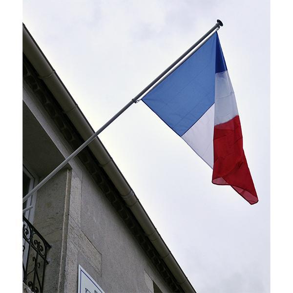 MAT DE FACADE AVEC APPLIQUE MURALE ET 1 DRAPEAU FRANCAIS