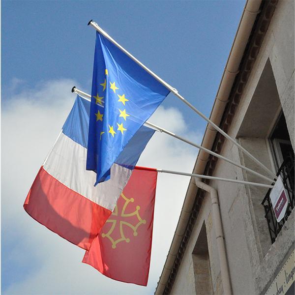 MATS DE FACADE AVEC APPLIQUE MURALE triple et 3 drapeaux