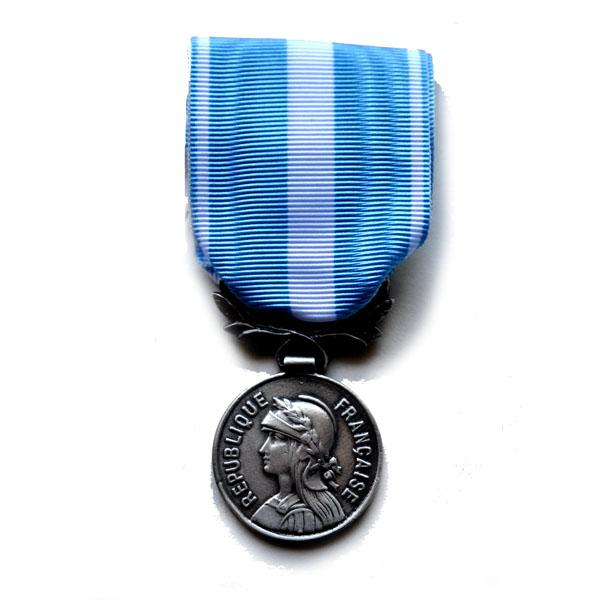 Medaille d'OUTRE MER ex colonial metal argente