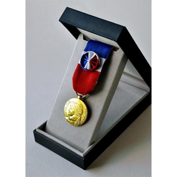 MEDAILLE DU TRAVAIL 30 ANS - bronze dore
