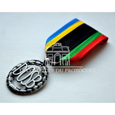 Médaille des Sports Allemands Argent (DOSB) Ordonnance « Deutscher Olympischer Sportbund ».